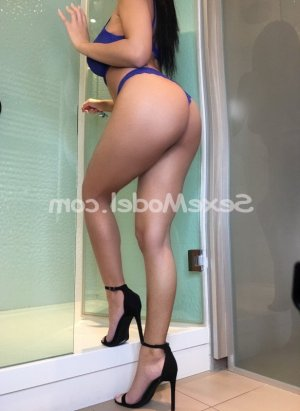 Sharleyne massage tantrique escort girl à Versailles
