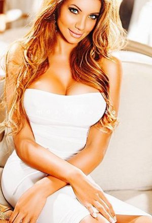Margit escort girl